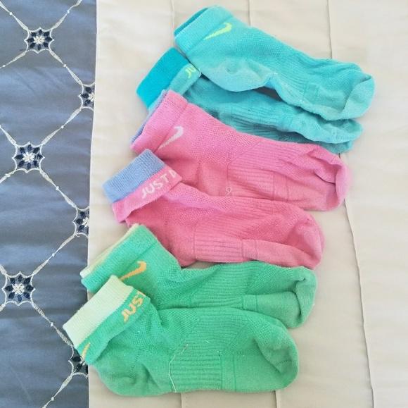... Women s Colorful Nike Socks. M 5a8099c9caab44e055332247 09316a74f